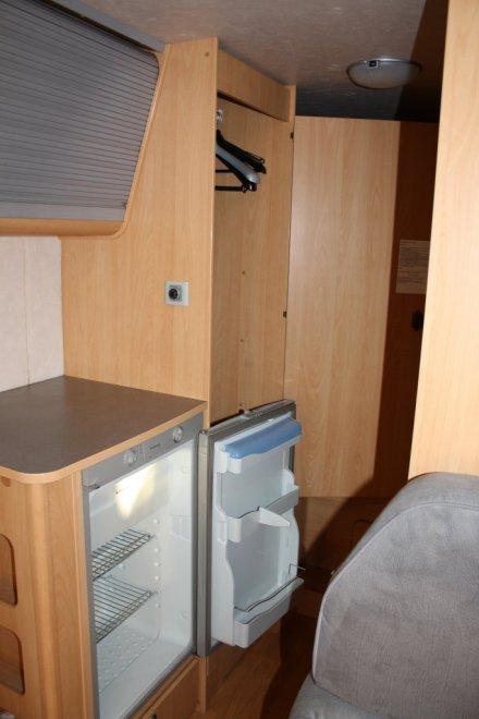 Холодильник, шкаф для одежды